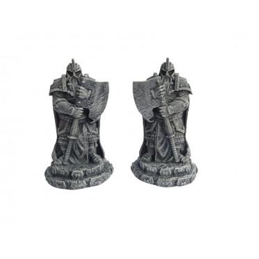 Ziterdes: Dwarf statues with axe